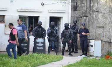Buscaban un arma y se encontraron con un kiosco de droga