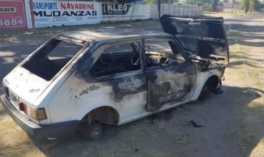 Se incendió un auto sobre calle Colón