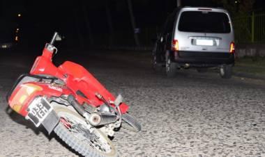 Una joven sufrió lesiones al chocar con una camioneta