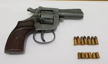 Fuga y persecución: en un auto se encontró un arma y marihuana