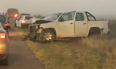 Dos personas heridas en un fuerte choque de dos vehículos en el camino a Base Baterías