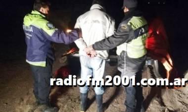 Persecución de la Policía Vial a un delincuente, llevaba dos vacunos robados
