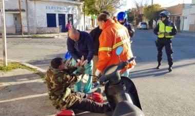 Un motociclista con heridas leves tras un choque