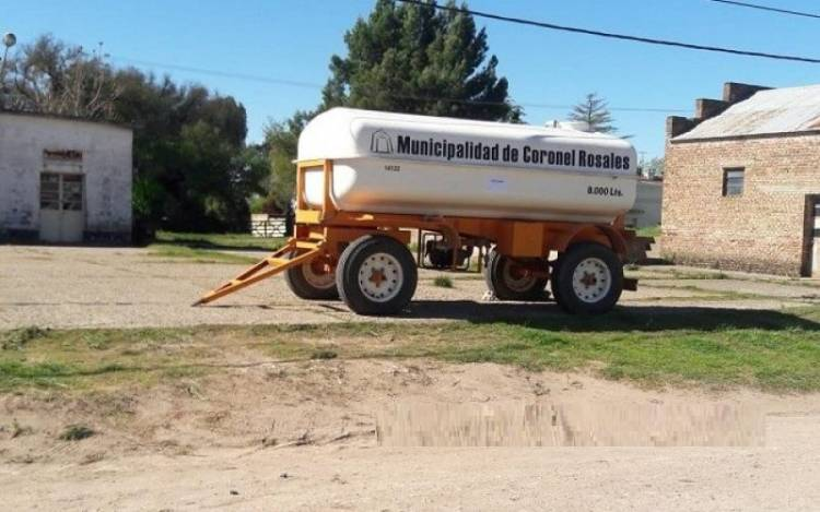 Bajo Hondo: En un cisterna llegó el agua potable
