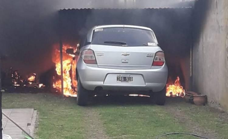 Se incendió un vehículo en el Ate VI