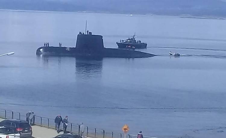 Un buque de la Armada llevará material para la búsqueda del submarino