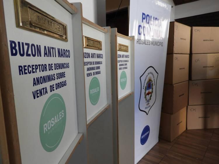 """El Municipio presentó los buzones """"anti narco"""" y 9 computadoras para la Policía Comunal"""
