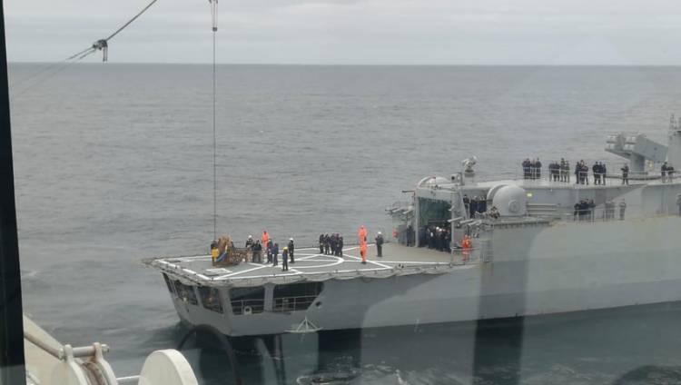 """Se realizó el traspaso de materiales entre el destructor ARA """"La Argentina"""" y el """"Seabed Constructor"""""""