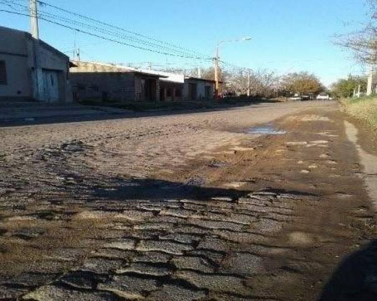 Reclaman por la reparación de una calle