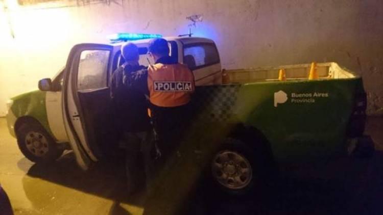 Intentaron subir a una mujer a un auto por la fuerza y la salvó los gritos