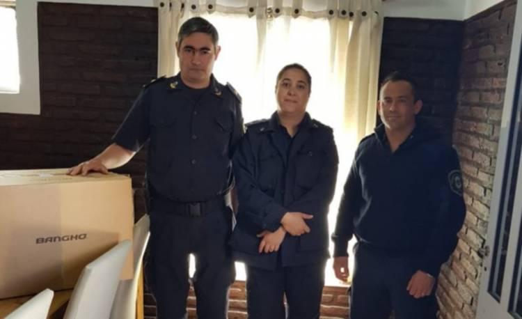 La Policía Comunal recibió 9 computadoras para usar el Sistema Único de Denuncias