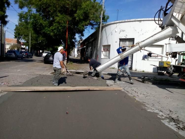 Continúa la construcción de badenes con personal municipal