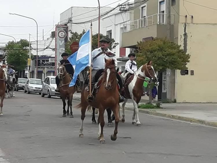 Día de la tradición: Se realizó el Desfile Criollo por las calles de la ciudad