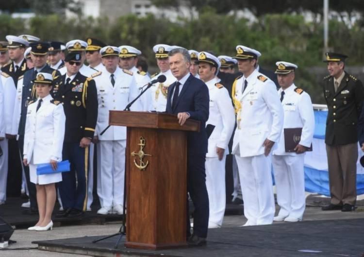 """Mauricio Macri, en el homenaje a los tripulantes del ARA San Juan: """"Vamos a seguir buscándolo hasta encontrarlo"""""""