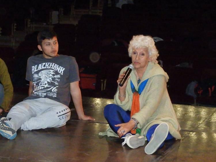 La directora del Ballet Folklórico Nacional visitó el Teatro Colón