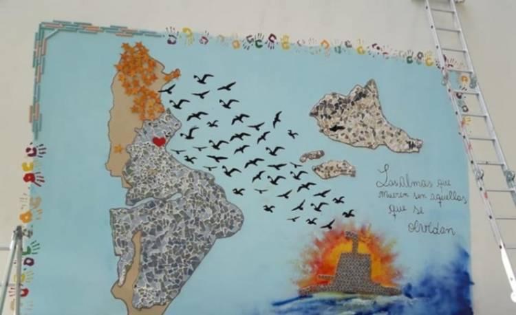 """Chicos del Instituto Centenarios pintaron un mural por el ARA """"San Juan"""""""