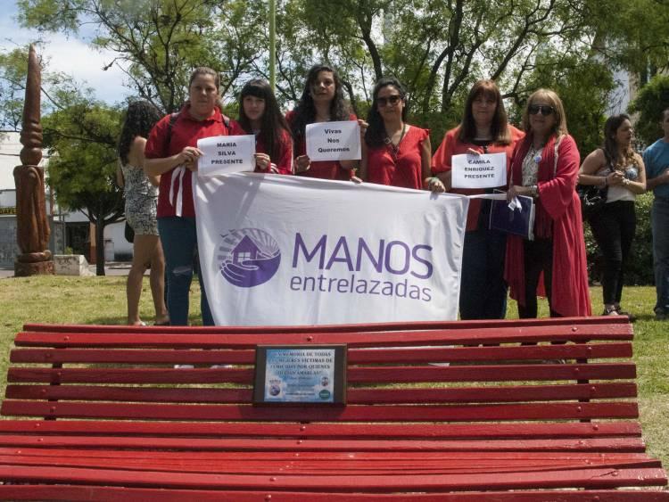 """""""Banco rojo"""", homenaje a mujeres víctimas de violencia de género"""