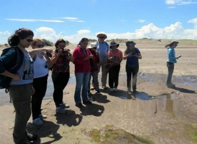 Pehuen Co: Visita de científicos extranjeros a las huellas