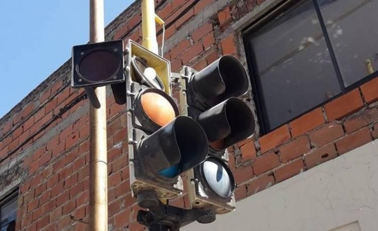 Reclaman que arreglen los semáforos que no funcionan