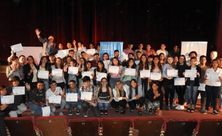 Más de 50 chicos recibieron sus certificados de capacitación en la Oficina de Empleo