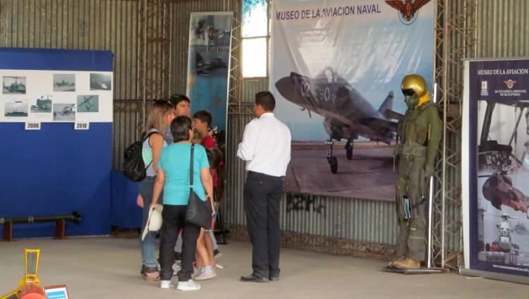 La Aviación Naval dio marco al festival Rosales Vuela 2018