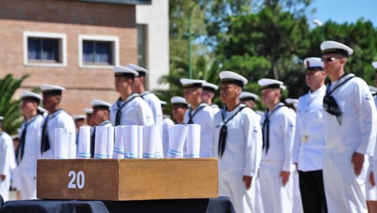 Egresaron nuevos cabos segundo de la Escuela de Suboficiales de la Armada