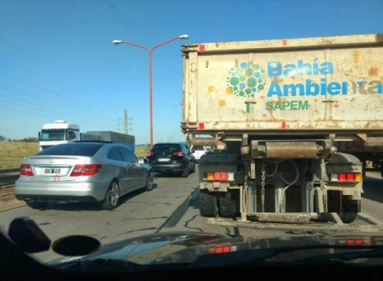 Piden precaución al circular por Grunbein por la presencia de camiones