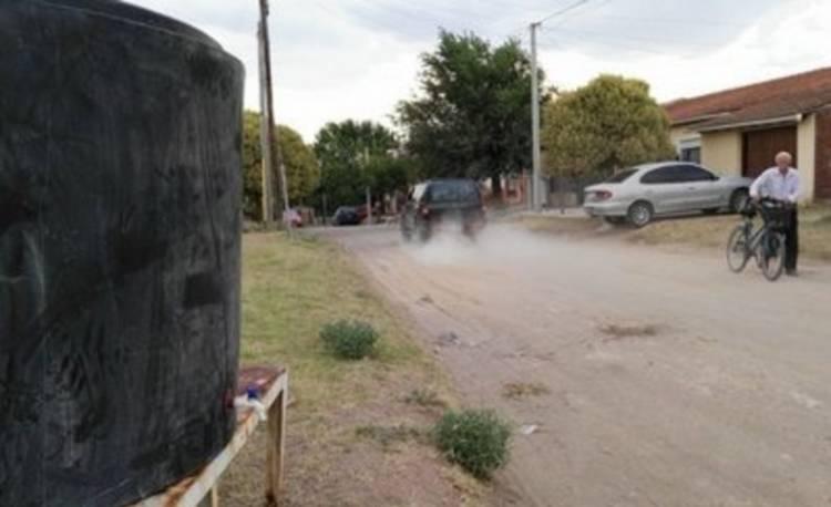 Como todos los veranos sin agua, volvió el tanque cisterna del barrio ATE 3