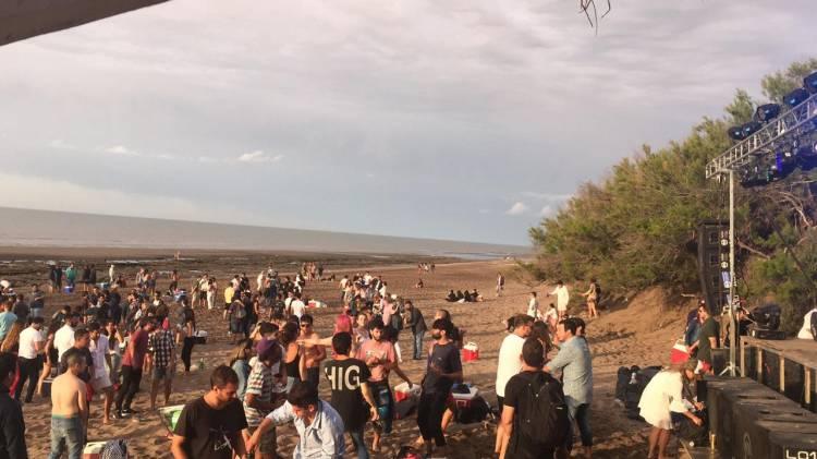 Pehuen Co: Una multitud recibió el año nuevo en la playa