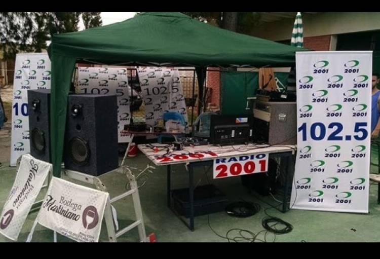 Temporada Punta Alta: Se realizó el primer programa en vivo de Radio 2001 en Piletas