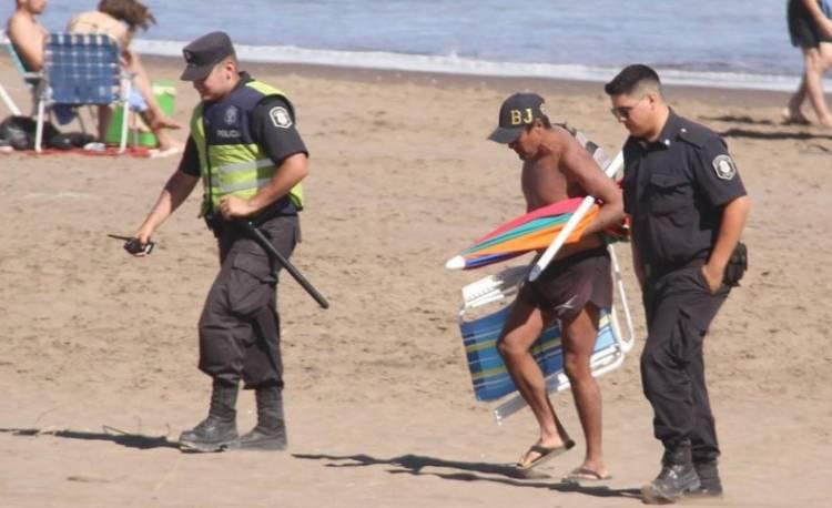 Desafectaron a un policía denunciado por exhibir sus genitales en Claromecó