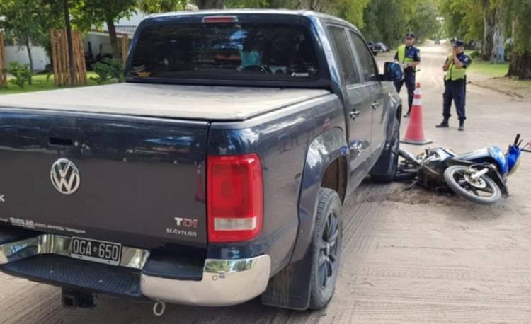 Pehuen Co: Una mujer herida tras un choque entre una camioneta y una moto