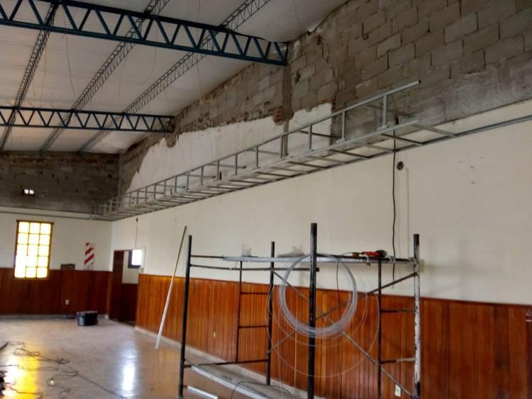 Durante el verano, continúan las obras en varias escuelas de la ciudad
