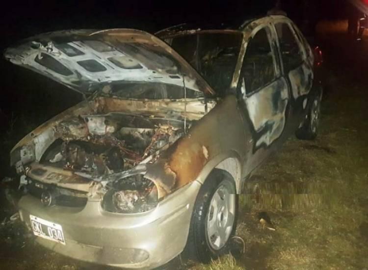 Incendio total de un automóvil