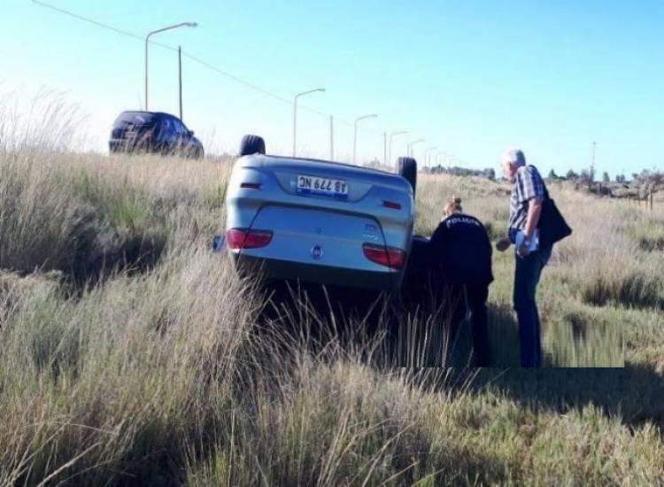 Un automóvil volcó en la ruta 229 y su conductor fue hospitalizado