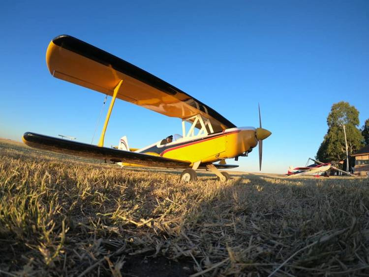"""Una vez más, el público acompañó el festival """"Volando junto al mar"""" en el Aero Club Punta Alta"""