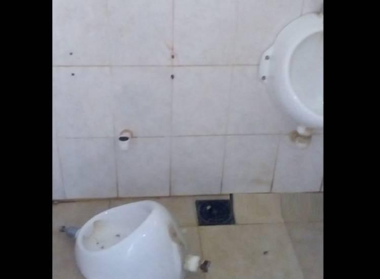 Tras hechos vandálicos, el municipio cerró los baños de la plaza