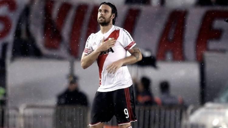 Postergan para junio la presencia de Cavenaghi y la Copa Libertadores