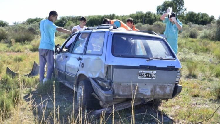 Un hombre fue encontrado inconsciente tras el vuelco de su vehículo en ruta 249
