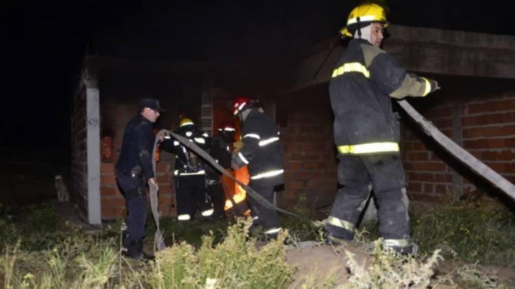 Trágico: Dos chicos murieron en un incendio y hay tres personas con quemaduras