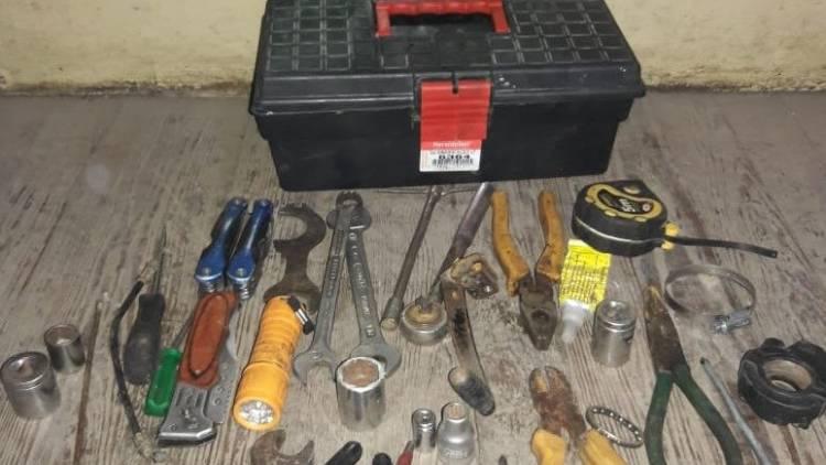 Se aprehendió a un sujeto y se encontró una caja de herramientas
