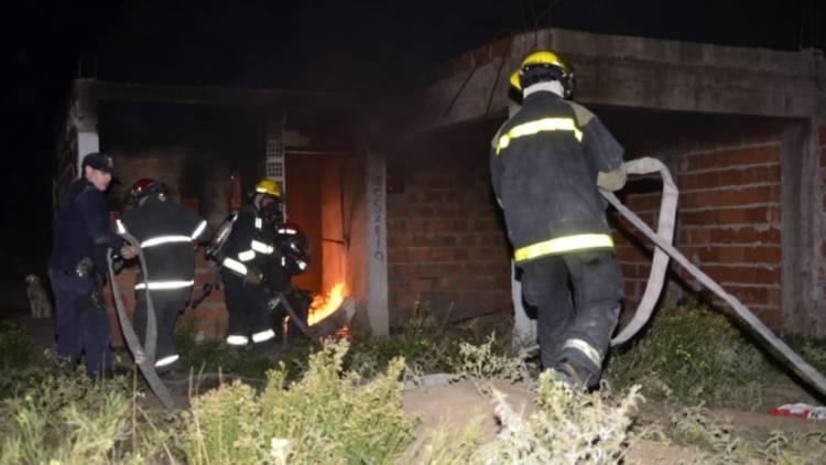 Se realizaron las pericias en la vivienda incendiada