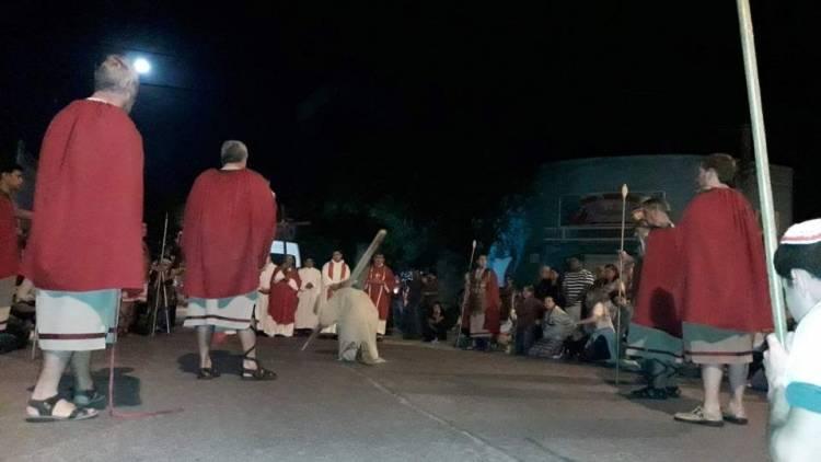 El 23º Vía Crucis se realiza desde las 20 horas en el Parque San Martín