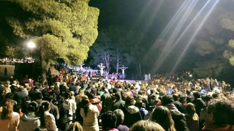 Impactante Vía Crucis en el Parque San Martín