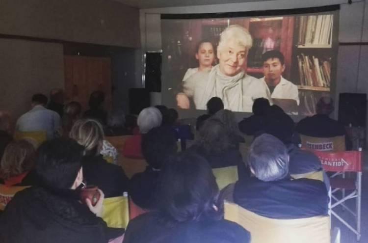 """Pehuen Co: La Resistencia Audiovisual realizó la proyección de """"Memoria en construcción"""" a sala llena"""