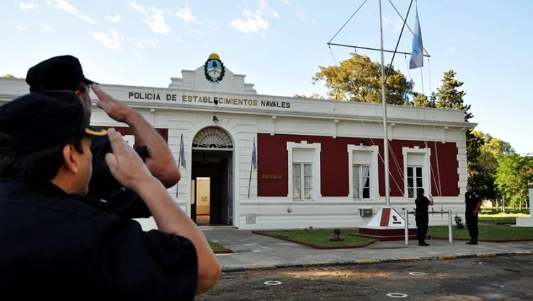 Se publicó el decreto por los 2000 pesos para militares y PEN
