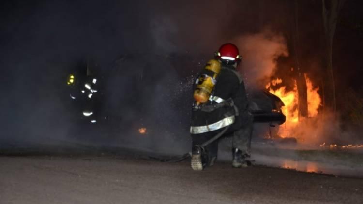 Siguen los incendios intencionales de vehículos