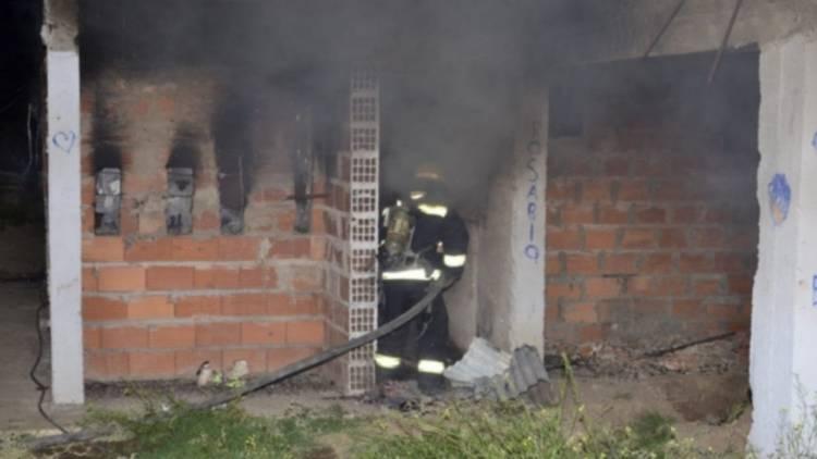 Murió un joven y solo queda una sobreviviente del trágico incendio del Barrio Los Álamos