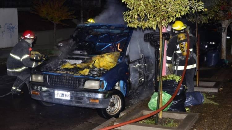 Tomó fuego la camioneta de la Departamental de Investigaciones