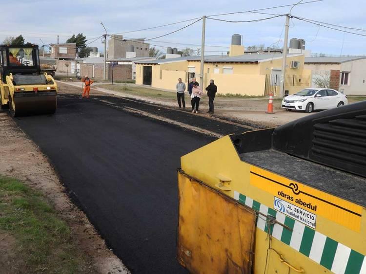 Comenzó la pavimentación de dos cuadras en calle Islas Malvinas
